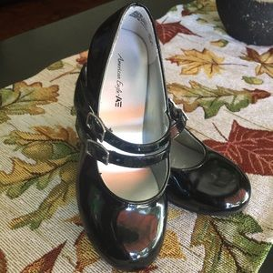 American Eagle 🦅 girls low heel shoes size 11